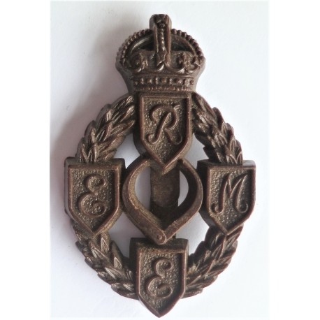 WW2 Royal Electrical And Mechanical Engineers REME Plastic Economy Cap Badge